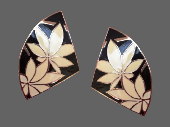 Cream enamel gold-tone fan shape clip-on-earrings