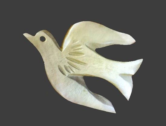 Dove brooch pin. Mother-of-pearl. 1970s