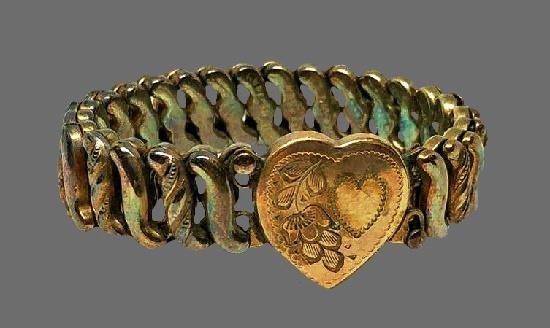 Etched heart gold tone stretch bracelet. 1920s