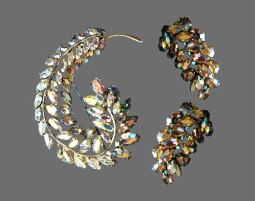 Feather design brooch and earrings. Aurora borealis rhinestones, metal alloy. 1950s