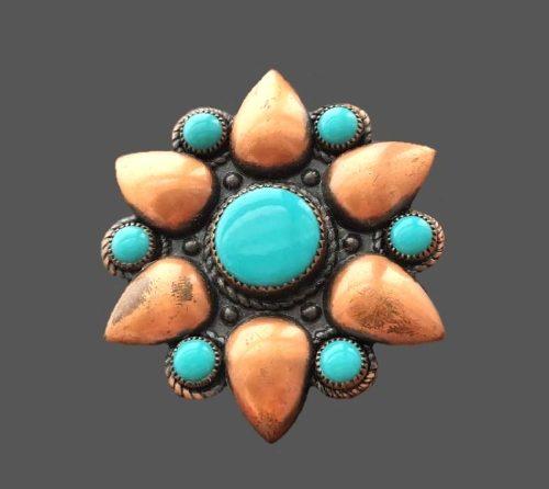 Floral design copper lucite brooch. 5 cm. 1961