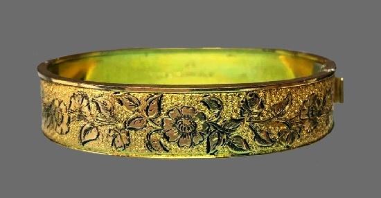 Flower bangle bracelet. Black enamel, gold filled. 1900s