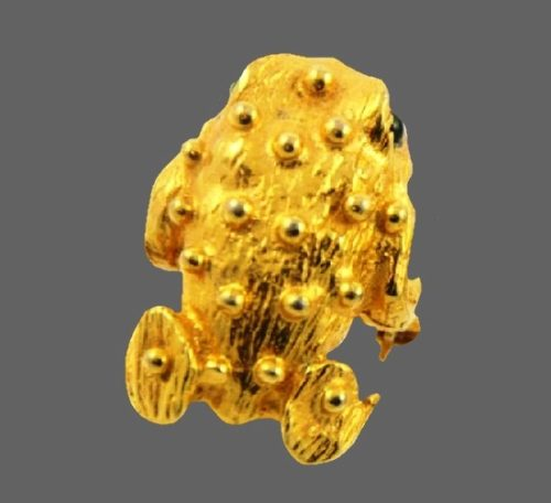 Frog pin. Gold tone metal, emerald green rhinestones