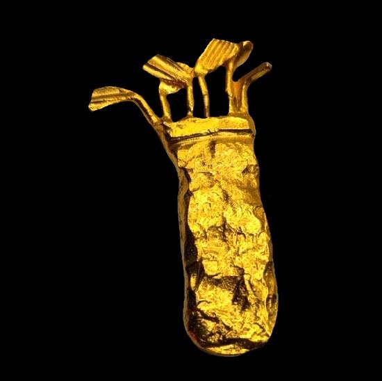 Golf bag brooch of gold tone metal alloy. 1980s