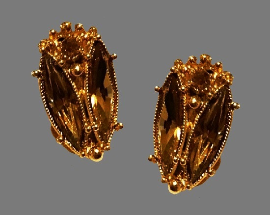 Green rhinestone gold plated clip on earrings. 1950s