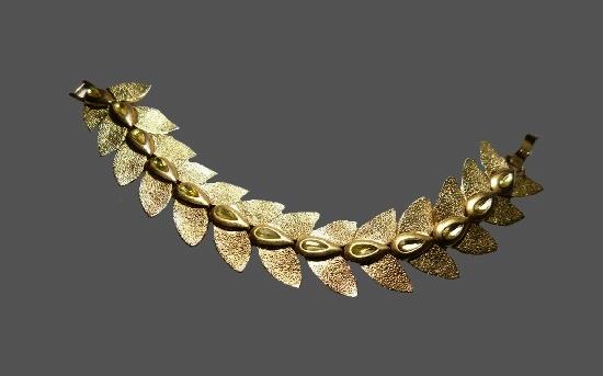Green rhinestone leaf design bracelet