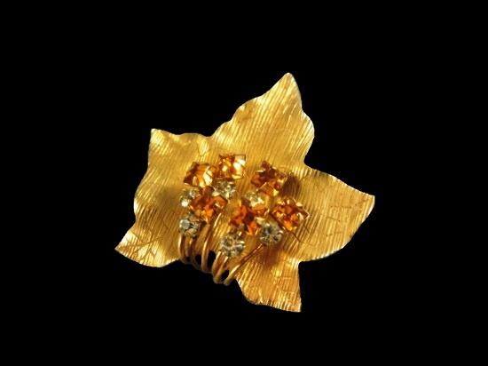 Leaf brooch. Textured gold filled metal, crystals. 3.8 cm. 1950s