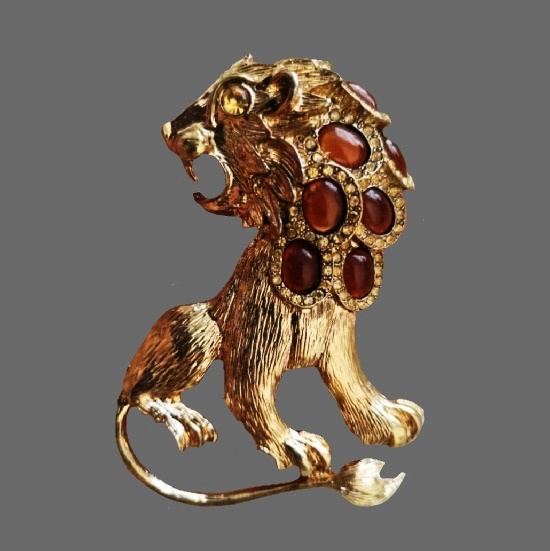 Leo brooch. Gold tone metal alloy, Swarovski crystals, glass. 8 cm. 1990s