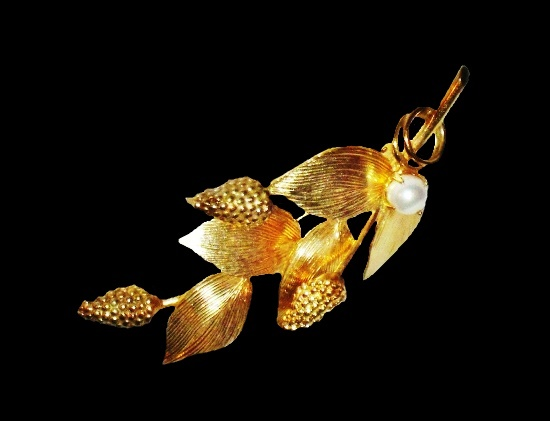 Lupin flower brooch. 12 K gold filled, pearl