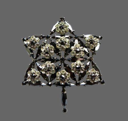 Maple leaf brooch of 1967 celebrating 100th birthday of Canada