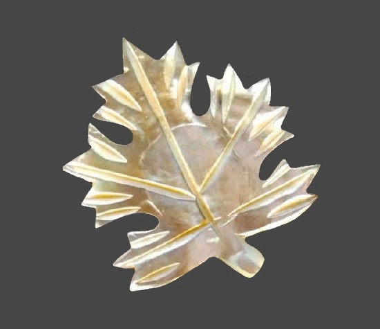 Maple leaf mother-of-pearl brooch pin