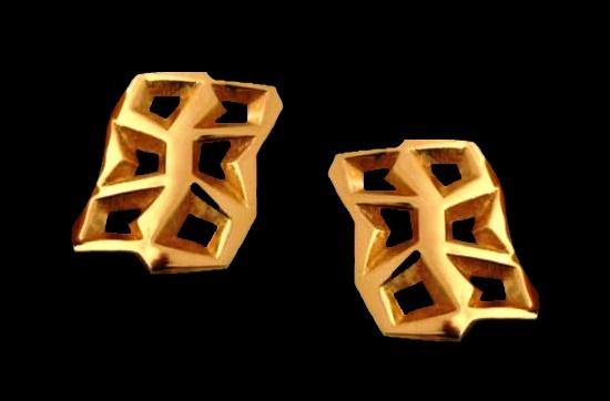 Modernist gold tone clip on earrings. 4 cm