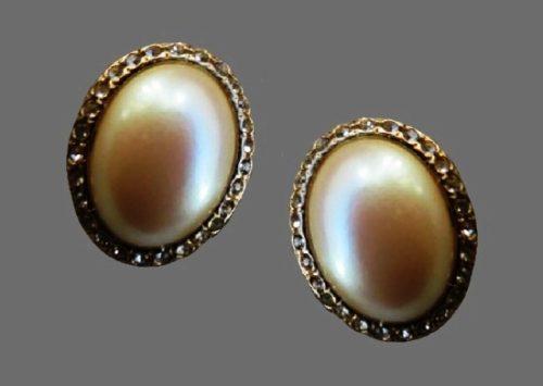 Oval shaped gold tone faux pearl rhinestones clip on earrings. 1990s
