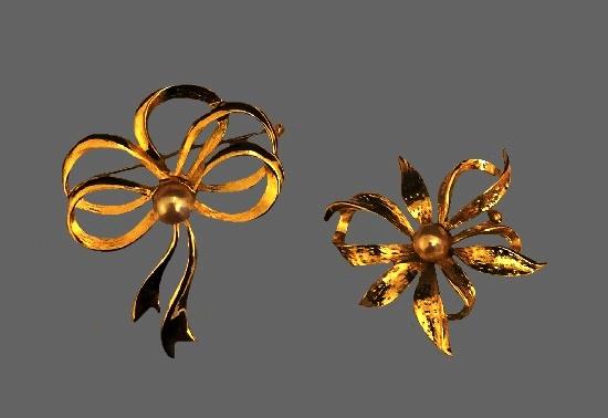 Ribbon bow gold tone pins. 1970s