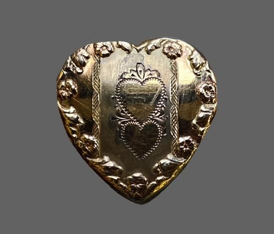 Rolled Gold Heart Etched detail of bracelet