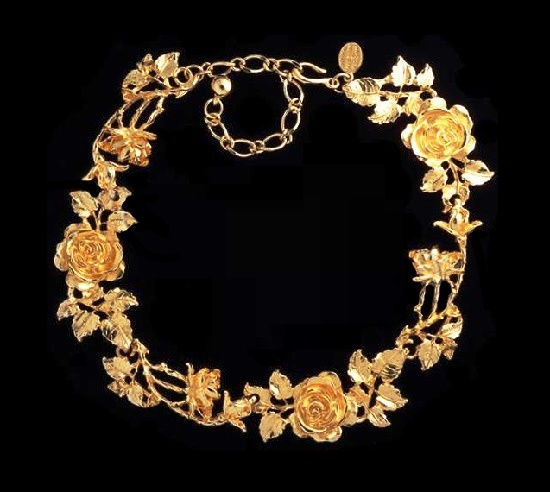 Rose flower necklace of yellow gold tone