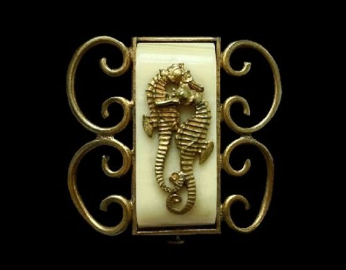 Seahorse brooch. Galalith, brass. 3 cm. 1930s