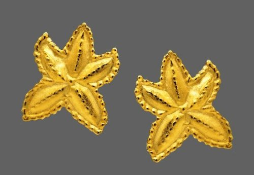 Starfish gold tone clip on earrings. 1980s