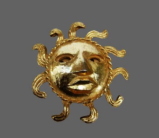 Sun brooch of gold tone. 1980s