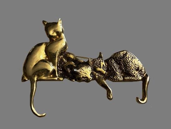 Three cats on shelf gold tone brooch
