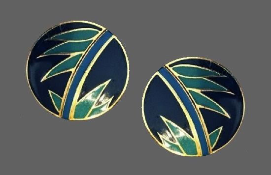 Tropical leaf design round shaped pierced earrings. Gold plated metal, enamel. 1980s