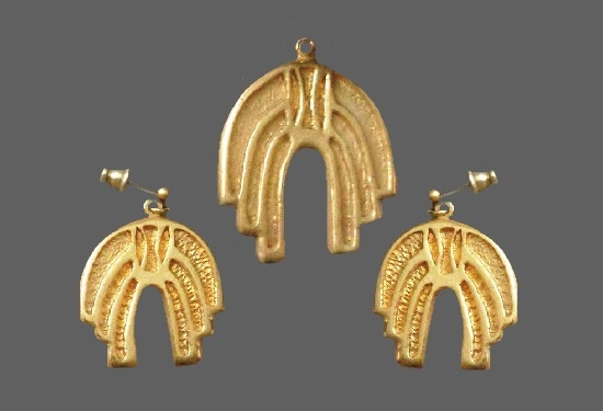 Vintage gold plated pendant and earrings