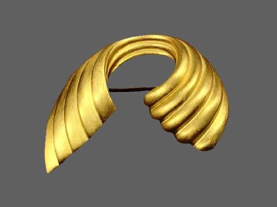 Wave matte gold tone vintage brooch
