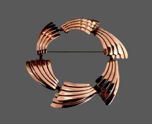 Wreath design copper brooch