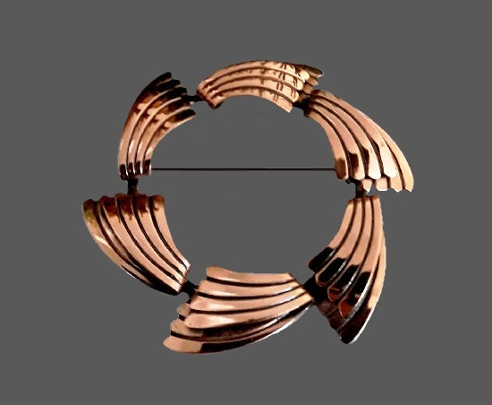 Wreath design copper brooch