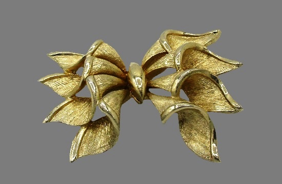 Bow gold plated brooch