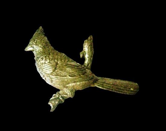Cardinal bird lapel pin. Pewter. 4.2 cm. 1980s
