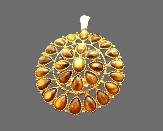Cat's eye gold tone round pendant. 3.5 cm. 1980s