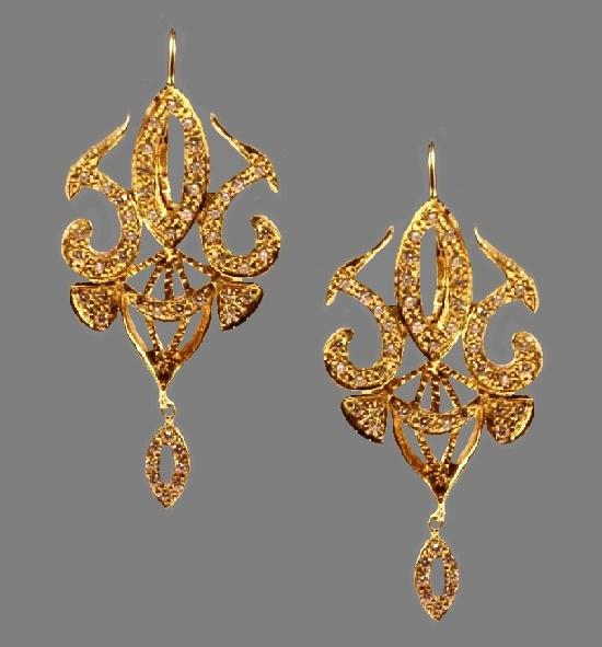 Chandelier earrings. 18 K gold, diamonds