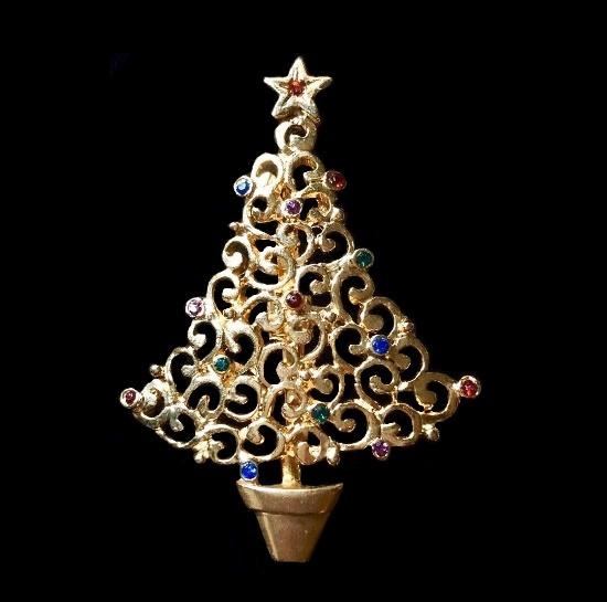 Christmas tree brooch. Gold tone metal, rhinestones