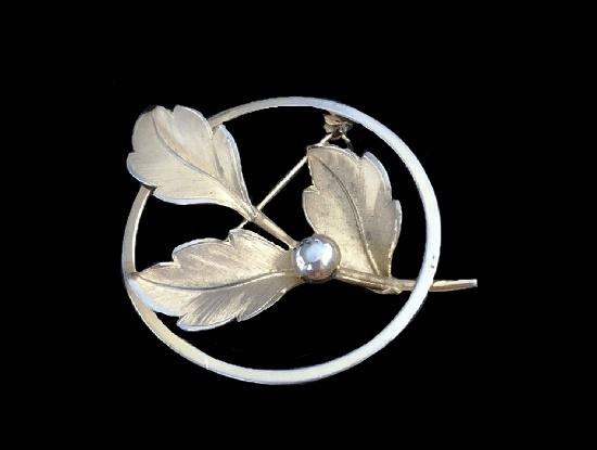 Circle flower design gold filled pin