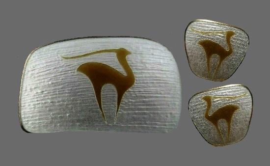 Deer animal design brooch. Sterling silver, enamel