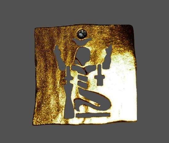 Egyptian motif openwork gold tone brooch