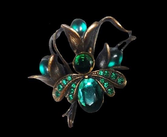 Floral design brooch. Bronze tone, rhinestones, art glass