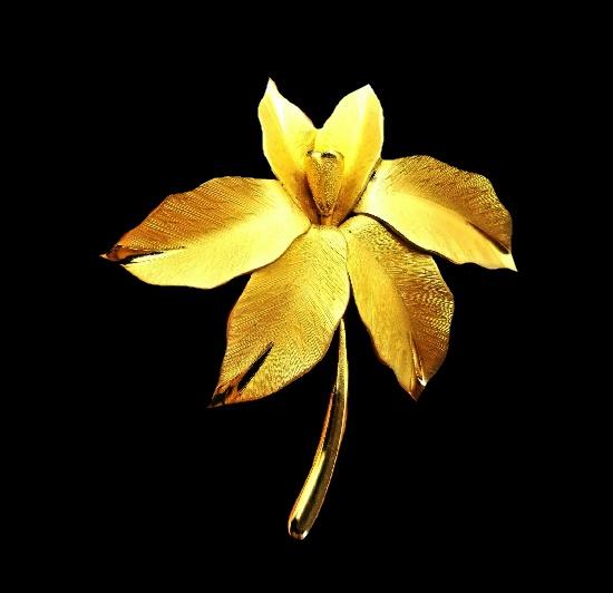 Floral leaf design gold filled brooch. 6.5 cm