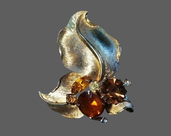 Flower brooch pendant. Silver tone, amber rhinestones