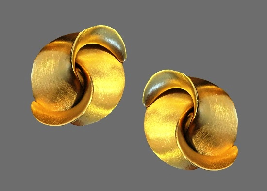 Folded ribbon gold tone clip on earrings. 1980s