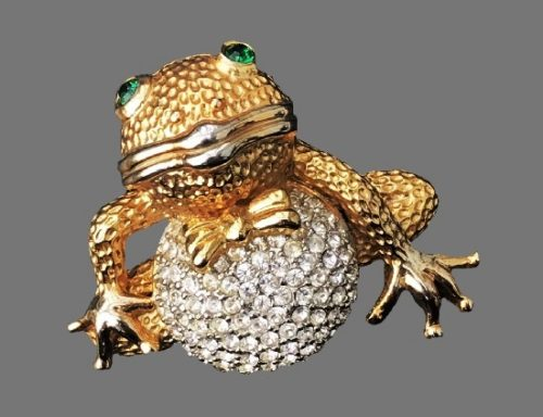 Frog brooch pendant. Gold tone, green and clear rhinestones. 1980s
