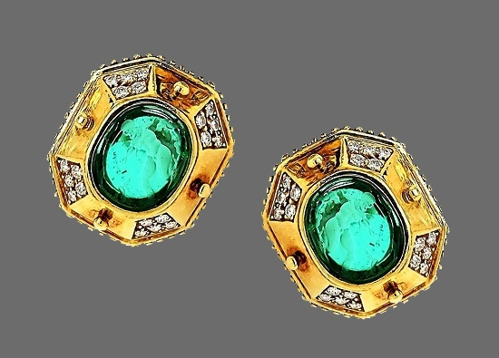 Geometric design 18 K gold diamonds green cabochon earrings