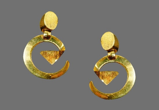 Geometric design gold tone clip on earrings