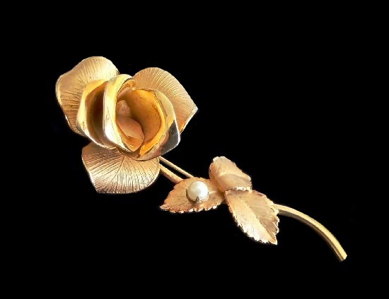 Gold plated rose brooch with pearl