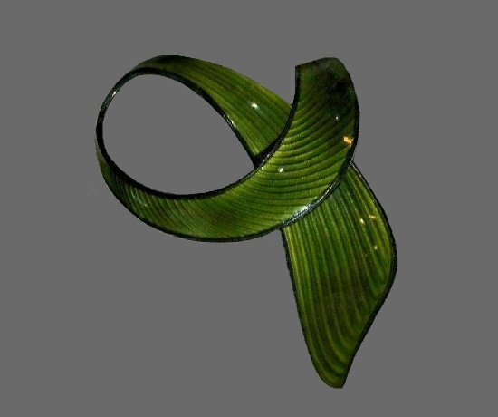 Green ribbon brooch pin. Sterling silver, Guilloche enamel