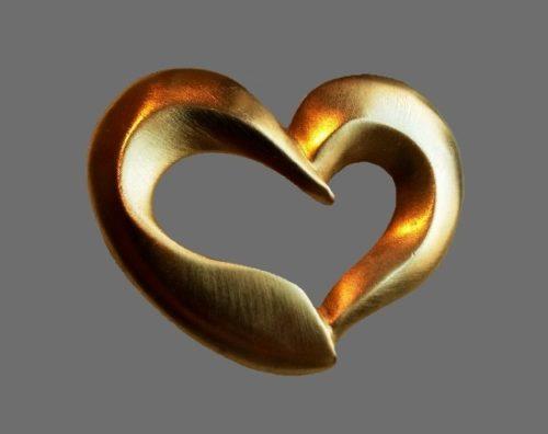 Heart gold tone brooch