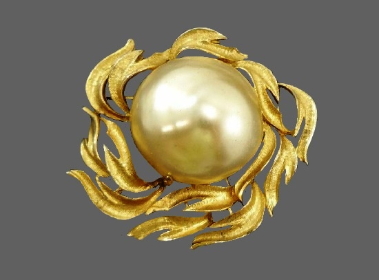 Large faux pearl gold tone brooch