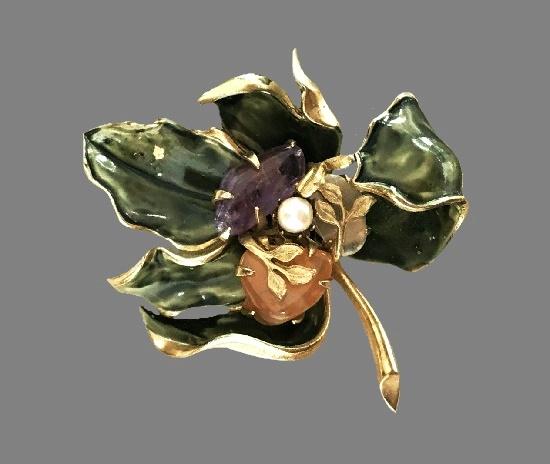 Leaf design vintage brooch. Gold tone metal, green enamel, art glass, faux pearl