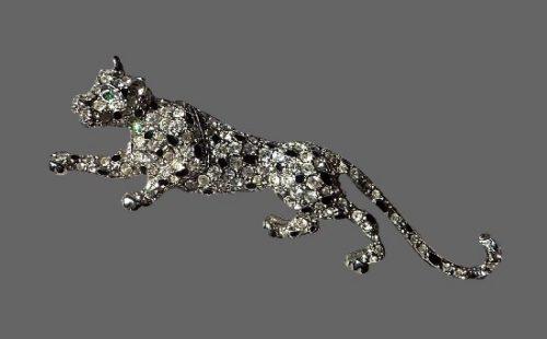Leopard brooch. Silver tone metal, rhinestones, enamel
